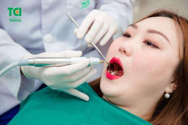 Khi mọc răng khôn, người bệnh sẽ bị đau răng số 8, nhiễm trùng răng