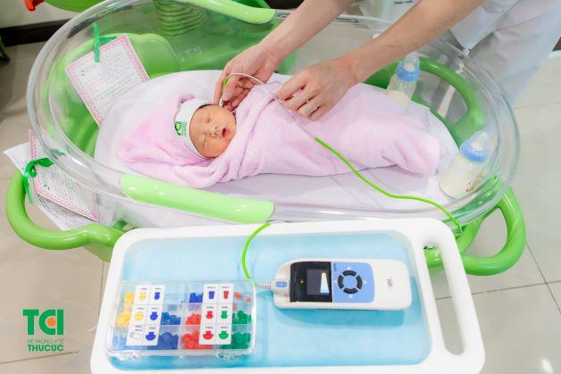 Sàng lọc sau sinh là việc sử dụng các biện pháp thăm dò như xét nghiệm mẫu máu gót chân và thăm dò kiểm tra hình thể, xét nghiệm các bệnh về rối loạn chuyển hóa