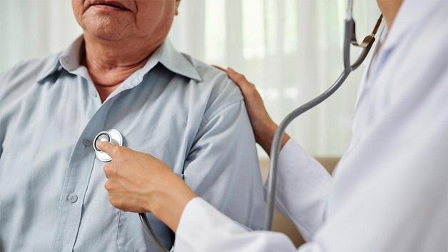 Tiếng tim của người bị hẹp van 2 lá có đặc điểm T1 đanh, rung tâm trương và có tiếng clac mở van 2 lá
