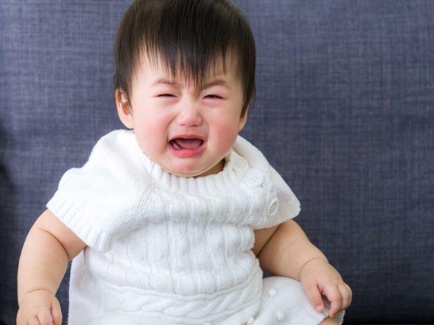 Trẻ 2 tuổi quấy khóc đêm do bị rối loạn tiêu hóa: đầy bụng, khó tiêu...