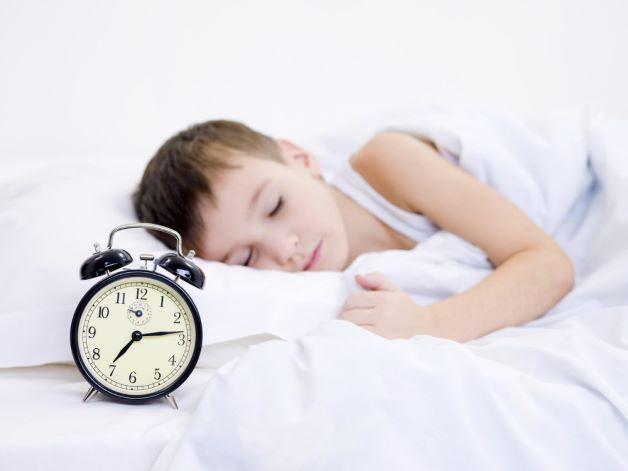 Bí quyết giúp cho trẻ ngủ ngon giấc đó chính là cha mẹ hãy tạo cho con những thói quen tốt về thời gian ngủ.