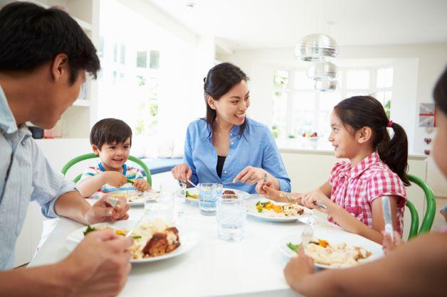 Khi trẻ vui và có tâm lý thoải mái sẽ khiến các men tiêu hóa được kích hoạt giúp cho trẻ có cảm giác ngon miệng khi ăn.
