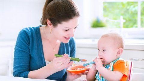 Trẻ biếng ăn sinh lý mẹ làm thế nào để khắc phục?