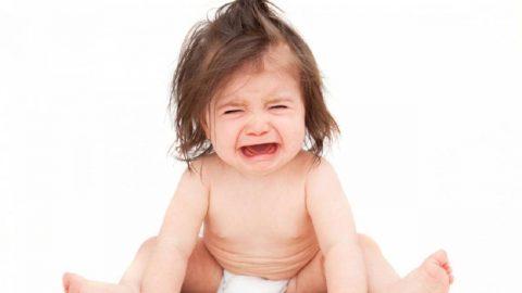 Trẻ quấy khóc khi mọc răng: Nguyên nhân và cách điều trị hiệu quả