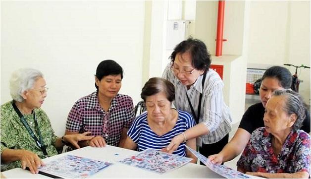 Khuyến khích người bệnh tham gia các hoạt động cải thiện trí tuệ để hạn chế sự tiến triển của bệnh sa sút trí tuệ