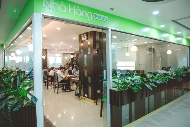 Nhà hàng tầng 8, khoa Sản được thiết kế hiện đại, thực đơn phong phú được lên bởi các chuyên gia dinh dưỡng hàng đầu.