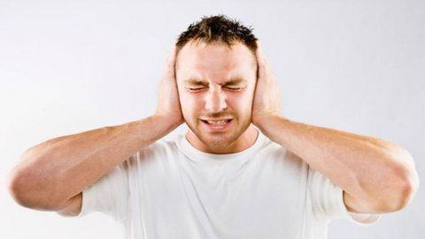 Ù tai kéo dài là bệnh gì? Có nguy hiểm không?