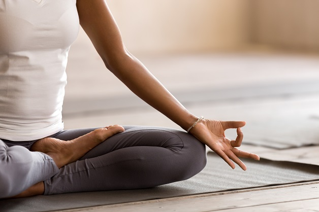 Viêm xương khớp có nên đi bộ hay không - Tập yoga