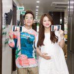 Diễn viên Đỗ Duy Nam đưa vợ đi khám thai 28 tuần
