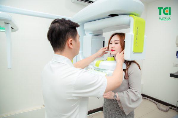 Trước khi nhổ răng khôn, bác sĩ sẽ chỉ định chụp CT để kiểm tra tình trạng mất răng của bệnh nhân
