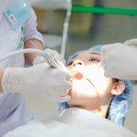 Nhổ răng khôn chạm dây thần kinh không?