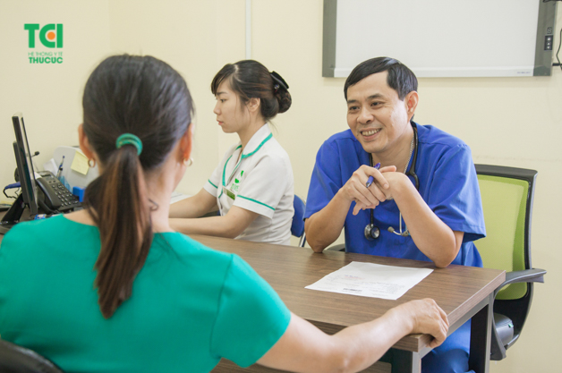 Bác sĩ Lê Văn Bảo - Trưởng khoa Ung bướu, Bệnh viện Thu Cúc