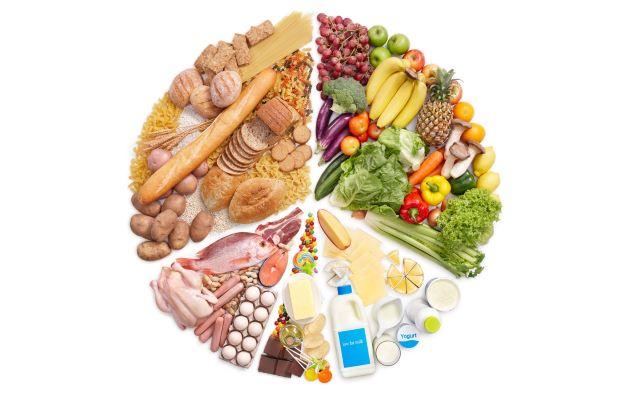 Xây dựng một chế độ dinh dưỡng phù hợp, cân bằng các thành phần glucid, protid, lipid, vitamin và khoáng chất trong chế độ ăn cho bé để giúp cơ thể khỏe mạnh.