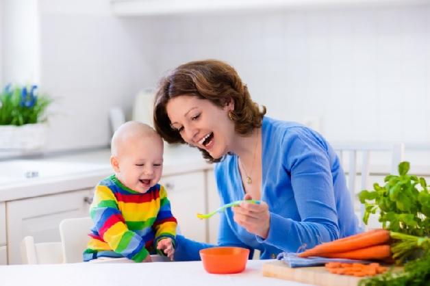Bố mẹ nên kiên nhẫn hơn khi cho con ăn