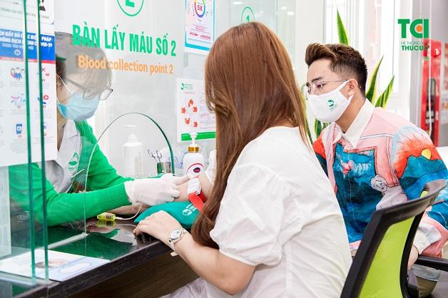 Trước khi thực hiện bơm tinh trùng vào buồng tử cung IUI, cả 2 vợ chồng sẽ được kiểm tra sức khỏe kỹ càng
