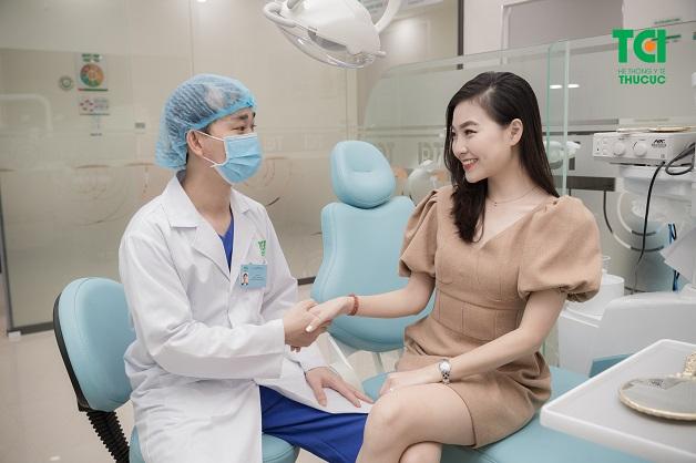 Cách chữa nhiễm trùng chân răng tốt nhất là đi khám bác sĩ
