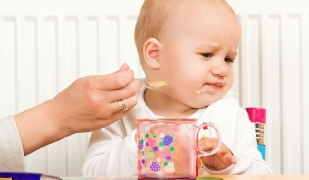 Có nhiều nguyên nhân khiến trẻ 8 tháng tuổi biếng ăn