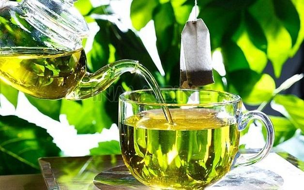 Các nha sĩ khuyên rằng người bị đau tủy răng nên súc miệng bằng nước trà xanh ấm với liều lượng mỗi ngày từ 2-3 lần để giảm đau nhức răng.