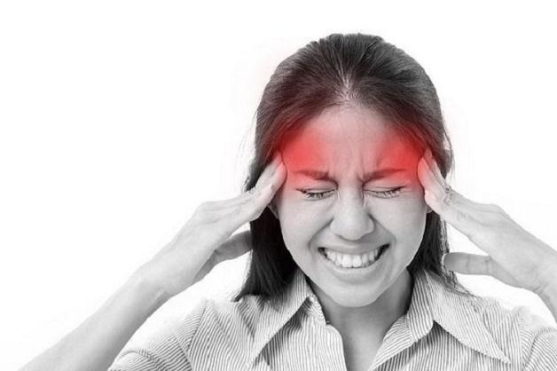 Người bệnh đau nửa đầu thường xuất hiện những cơn đau đầu đột ngột kèm theo các triệu chứng như hoa mắt, chóng mặt,...