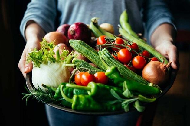 Áp dụng chế độ ăn uống lành mạnh, nhiều rau củ tốt cho gan