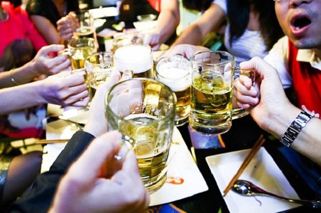 Tránh xa các loại bia rượu là cách phòng tránh bệnh gan hiệu quả