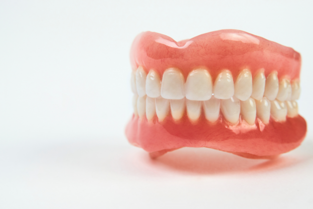 Hàm giả tháo lắp ra đời, như một giải pháp phục hình thẩm mỹ răng tối ưu, giúp tiết kiệm chi phí mà vẫn đảm bảo vai trò, chức năng như răng thật.