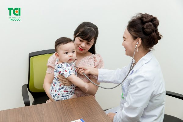 khám dinh dưỡng cho bé