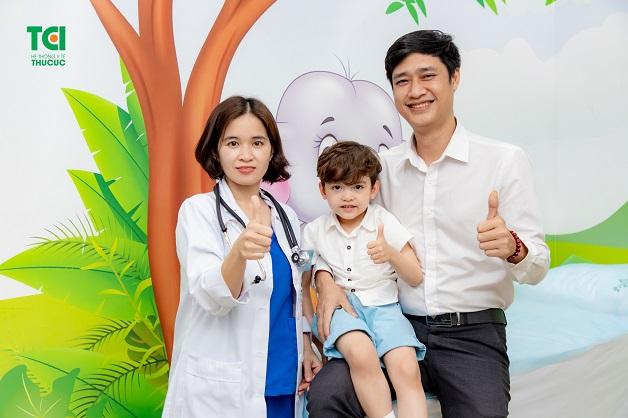 Khi đến với Hệ thống Y tế Thu Cúc TCI, các bé được đội ngũ các chuyên gia đầu ngành về dinh dưỡng trực tiếp tư vấn và điều trị theo phác đồ cá nhân hóa, phù hợp với từng thể trạng của bé.