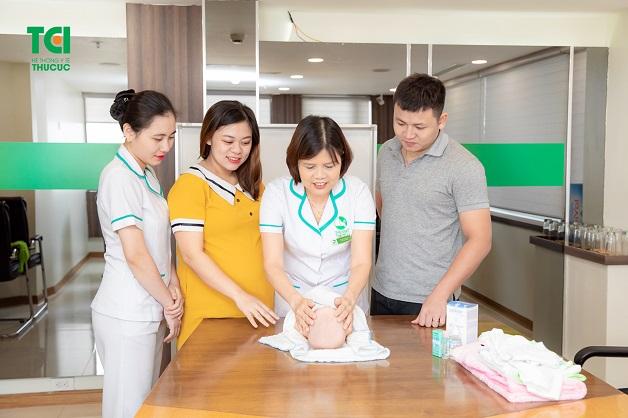 Tham gia chương trình huấn luyện tiền sản miễn phí, bố mẹ sẽ được trang bị nhiều kiến thức bổ ích từ lúc mang thai tới chăm sóc con yêu