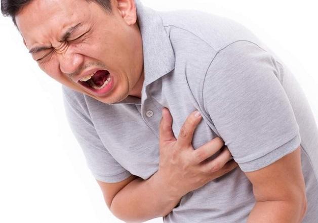 Hiện tượng hẹp van tim gây nguy cơ cao hình thành cục máu đông gây đau thắt ngực và nhồi máu cơ tim.