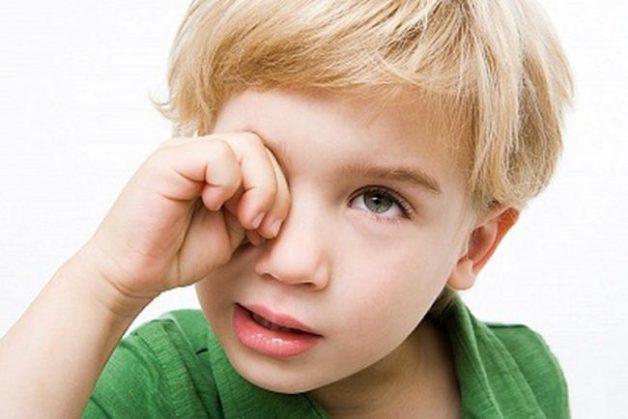 trẻ thiếu vitamin a bị quáng gà