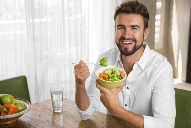 Ăn nhiều rau xanh, thực phẩm dễ tiêu để hạn chế bệnh sa trực tràng và trĩ