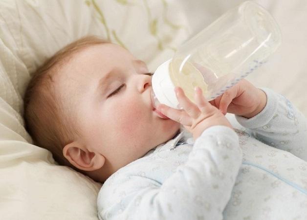 Trẻ 1 tuổi biếng ăn chỉ uống sữa sẽ không đảm bảo nhu cầu về dinh dưỡng cho cơ thể