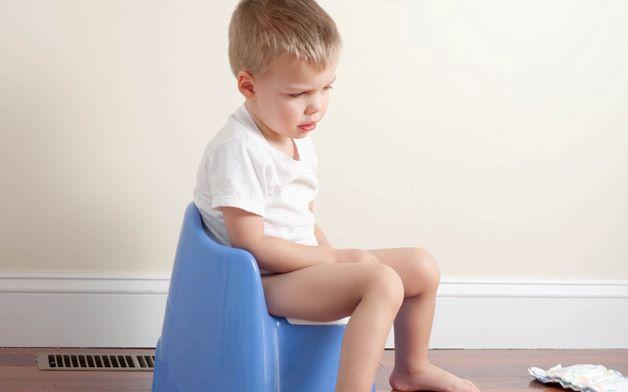 Trẻ 3 tuổi bị táo bón có thể là do chế độ ăn uống không hợp lý