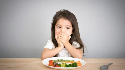 Trẻ 4 tuổi biếng ăn: các mẹo hữu hiệuvà thực đơn cho bé