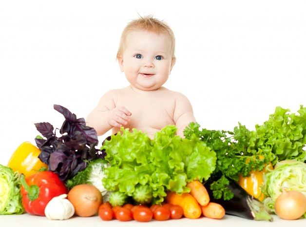 Lượng lớn chất xơ có trong các loại rau xanh giúp hệ tiêu hóa của trẻ hoạt động tích cực hơn, giải quyết tình trạng táo bón cho trẻ.