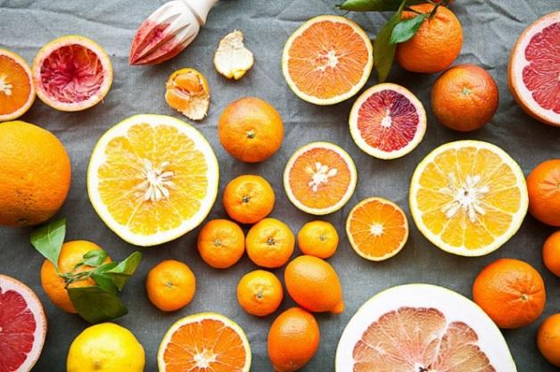 Khi trẻ bị ho gà bố mẹ nên hạn chế cho bé ăn những trái cây họ cam quýt