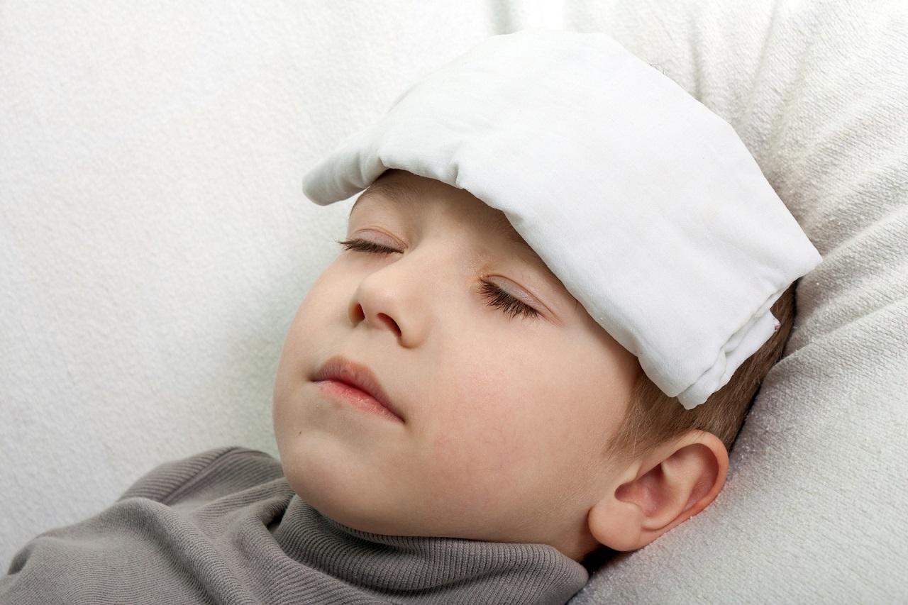 Trẻ bị sốt do nhiều nguyên nhân