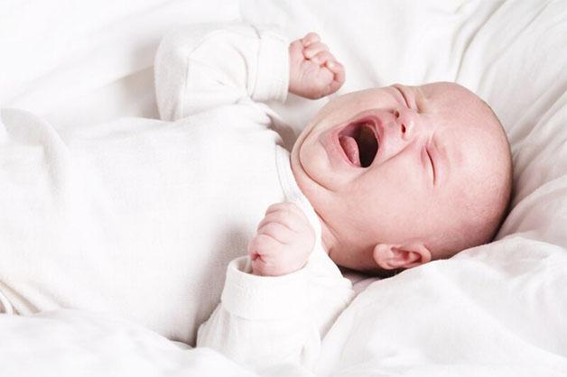 Trẻ biếng ăn khó ngủ dễ khiến trẻ rối loạn tâm lý, dễ quấy khóc.