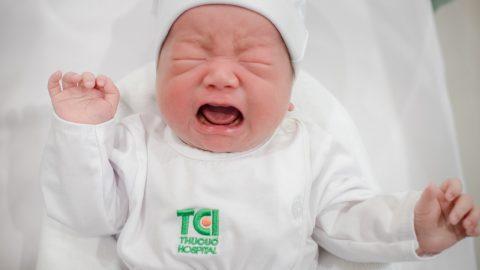 Trẻ hay quấy khóc ban đêm: Mách mẹ cách xử trí