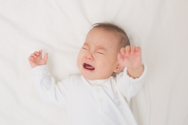 Trẻ 6 tháng tuổi trở lên quấy khóc không chịu ngủ chủ yếu là sự phát triển về sinh lý điển hình là bé nhú những chiếc răng đầu tiên.