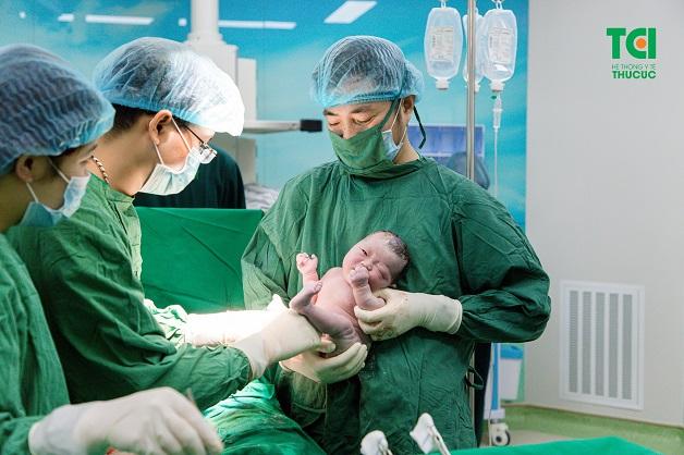 Tại Bệnh viện ĐKQT Thu Cúc, rất nhiều mẹ bầu thực hiện sinh mổ kết hợp với triệt sản