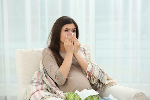 đau họng khi mang thai 3 tháng đầu