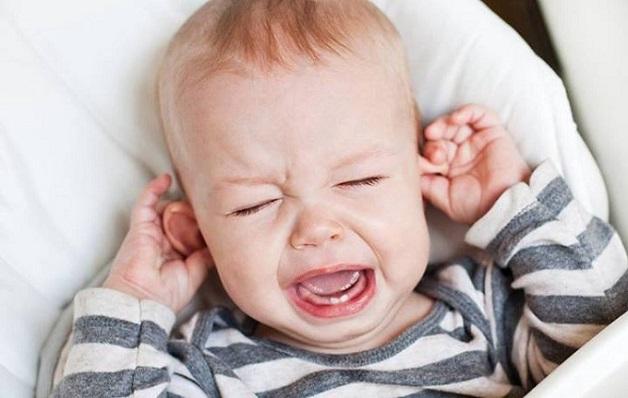 tình trạng viêm tai giữa ứ mủ