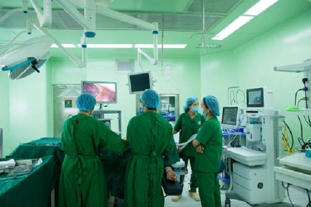 Sau khi phẫu thuật người bệnh cần chú ý đến cách chăm sóc và chế độ ăn uống để nhanh bình phục