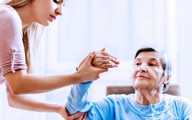 Người bệnh liệt nửa người cần tích cực tập luyện các bài tập vật lý trị liệu để có kết quả tốt nhất trong quá trình điều trị.
