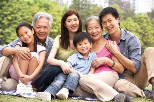 Những người có người thân trong gia đình mắc că bệnh viêm đại tràng hoặc bệnh Crohn thì sẽ có nguy cơ mắc bệnh cao hơn người không có yếu tố gia đình ảnh hưởng.