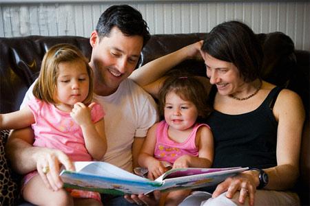 Các bậc cha mẹ nên thường xuyên theo dõi sức khỏe của con