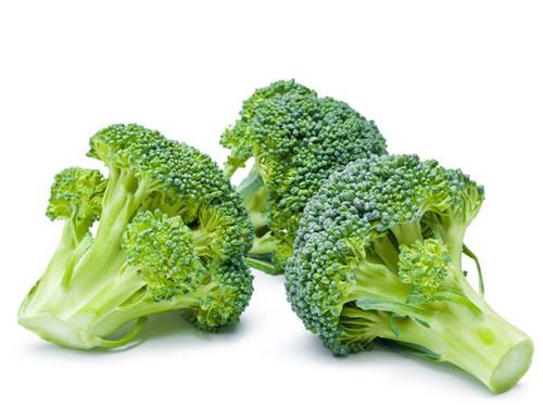 Loại rau này giàu các vitamin và khoáng chất, đặc biệt là canxi và vitamin K, giúp xương vững chắc và phòng chống loãng xương. Bên cạnh đó, bông cải xanh còn chứa photochemical, chất chống oxy hóa giúp chống bệnh tật và bênh nhiễm trùng.