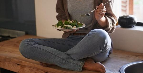 Sự tích tụ chất lỏng khiến bụng bệnh nhân đầy hơi và mất cảm giác thèm ăn